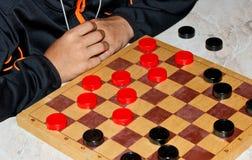 pojken spelar kontrollörer Royaltyfri Bild
