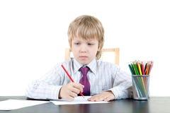 pojken tecknar royaltyfria bilder