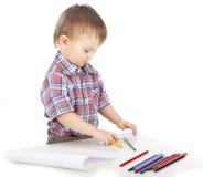 pojken tecknar little tabell arkivbilder