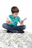 Pojkesammanträde på pengar, pengarbegrepp Royaltyfri Fotografi