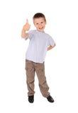 Pojkeshows göra en gest okay royaltyfri foto