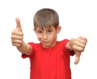 pojkesinnesrörelse göra en gest shows Fotografering för Bildbyråer