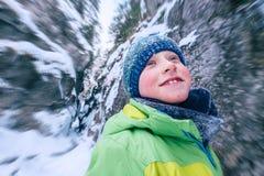 Pojkestående i vinterbergkanjon Fotografering för Bildbyråer