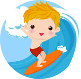 Pojkesurfare på waven Royaltyfria Bilder