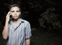 pojketelefonbarn Arkivfoton