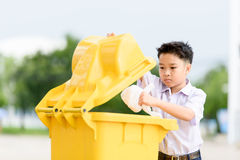 Pojketrow avskrädet Royaltyfria Bilder