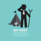 Pojkscout Standing In Front Of Tent And Bonfire royaltyfri illustrationer