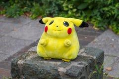 Pokémon中心长毛绒玩偶皮卡丘 免版税图库摄影
