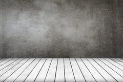Pokój grunge popielata ściana i biała drewniana podłoga Fotografia Stock