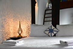 Pokój Hotelowy, czynszowy wakacje wnętrze sypialnia Obrazy Stock