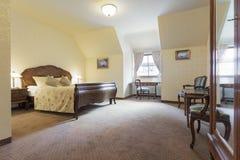 Pokój hotelowy w rocznika stylu Obrazy Royalty Free