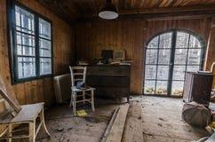 pokój w domu przy jeziorem zdjęcia royalty free