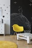 Pokój z chalkboard ścianą Zdjęcia Royalty Free