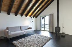 Pokój z drewnianą kuchenką Zdjęcie Stock