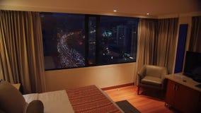 Pokój z noc czasu i widoku upływem outside ruchliwa ulica - Bogota, Kolumbia zdjęcie wideo
