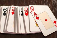 Pokład karta do gry rozszerzanie się out na stole Fotografia Stock