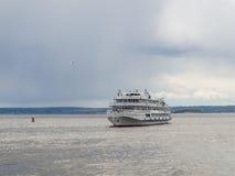 Pokładu pasażerski statek na Volga rzece Obraz Royalty Free
