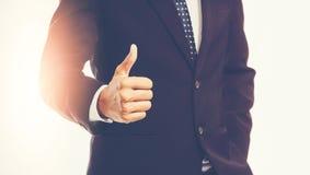 pokaż biznesmen, kciuki w górę Zdjęcie Royalty Free