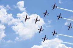 Pokaz lotniczy Szwajcarska akrobatyczna komarnicy drużyna przy Lugano Obrazy Stock
