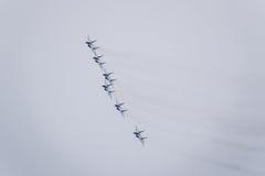 Pokaz lotniczy w niebie nad Krasnodar lota lotniskowa szkoła Airshow na cześć obrońcę Fatherland MiG-29 w niebie Obrazy Stock