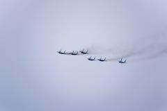 Pokaz lotniczy w niebie nad Krasnodar lota lotniskowa szkoła Airshow na cześć obrońcę Fatherland MiG-29 w niebie Fotografia Royalty Free