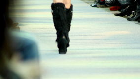 Pokaz mody przy wybiegiem, spacer na wybiegu zbiory wideo