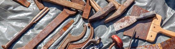 Pokaz starzy tani narzędzi narzędzia reuse lub przetwarzać Obrazy Stock