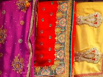 Pokaz tkanina przy Kinari bazarem w Agra, Uttar Pradesh, Indi Obraz Stock