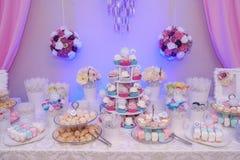 Pokaz wyśmienicie asortyment cukierki taktuje, uwypuklający pastelowego koloru szczegóły fotografia royalty free