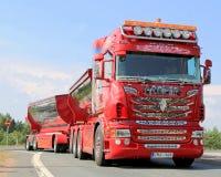 Pokazuje Ciężarowemu Scania R480 Dużego szefa w Lempaala, Finlandia Zdjęcie Royalty Free