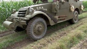 Pokazuje dla reenactment ww2 amerykanina pojazdy wojskowi zbiory