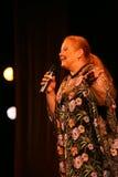 Pokazuje piosenkarza Lyudmila Senchina na scenie dom wymieniający po Gorky kultura w Fotografia Royalty Free