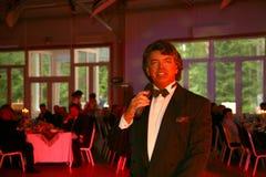 Pokazuje piosenkarza Sergey Zakharov na scenie klub poza miastem Dawać Obraz Stock