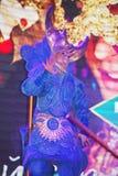 Pokazuje Weneckich karnawałowych magika iluzjonisty Raman polewki barszcze Zdjęcia Stock