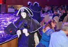 Pokazuje Weneckich karnawałowych magika iluzjonisty Raman polewki barszcze Zdjęcie Stock