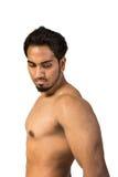 Pokazywać jego mięśnie przystojny mężczyzna Zdjęcie Stock