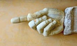 Pokazywać kierunek kamienna ręka zdjęcie royalty free
