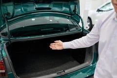 Pokazywać samochodowego bagażnika obrazy royalty free