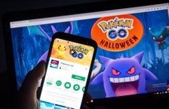 Pokemon回家在万圣夜页的机器人app 免版税库存图片