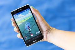 Pokemon在手上去比赛 库存图片