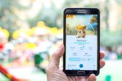 Pokemon是在电话的gameplay screenshot 库存图片