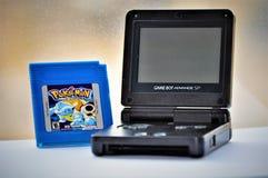 Pokemon GameBoy bleu et jeu images libres de droits