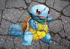 Pokemon GEHEN das Monster, das auf Asphalt gezeichnet wird Stockfoto