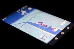 Pokemon gehen Spiel auf Schwarzem Stockbilder