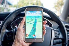 Pokemon GO增添了现实智能手机比赛危险趋向 库存照片