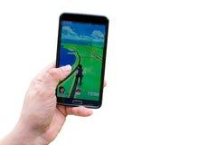 Pokemon går applikationen på smartphonen Fotografering för Bildbyråer