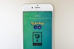 Pokemon Iść gra na Jabłczanym iPhone 6S Zdjęcie Royalty Free