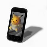 Pokemon sortent du smartphone Photo stock