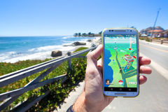 Pokemon VA App che mostra gli elementi della mappa del gioco Fotografia Stock