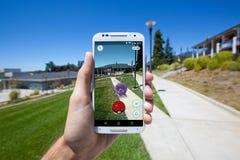 Pokemon VA en un campus de la universidad Fotos de archivo
